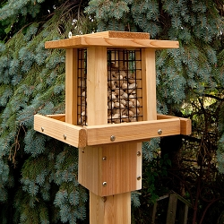 Select Cedar Whole Peanut Feeder Small